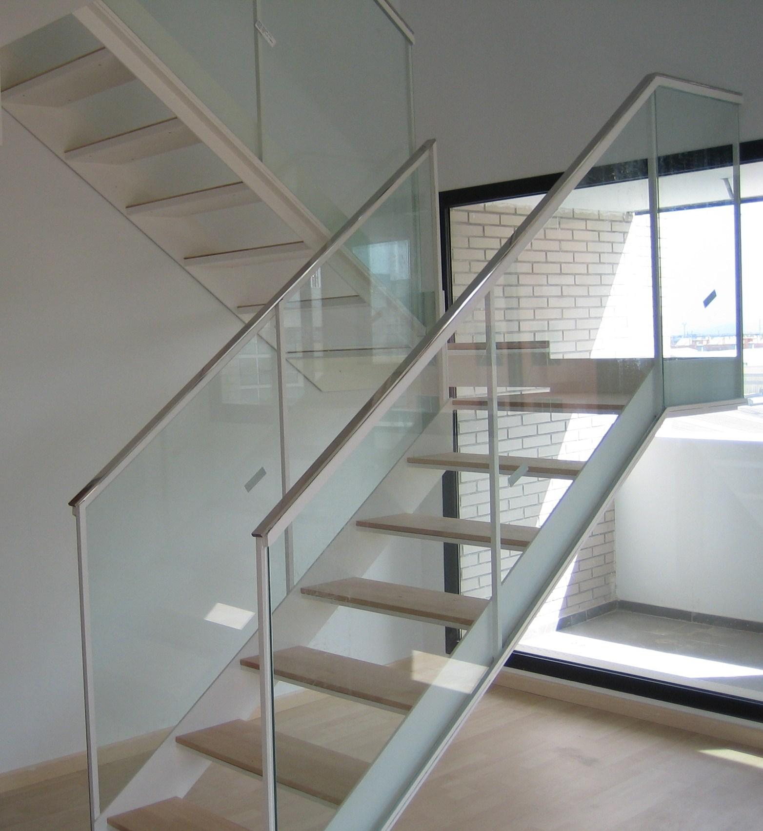 Barandilla vidrio perfect barandillas de vidrio madrid - Escalera metalica prefabricada ...